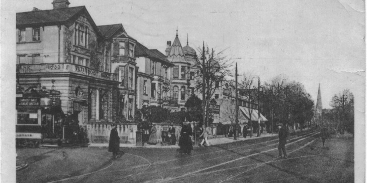 Postcard showing a branch of Wilts & Dorset Bank on Newport Road
